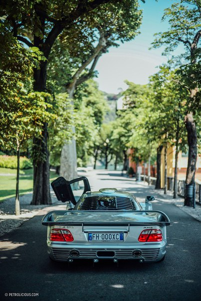 Mercedes-Benz CLK GTR AMG. 1 of 25.